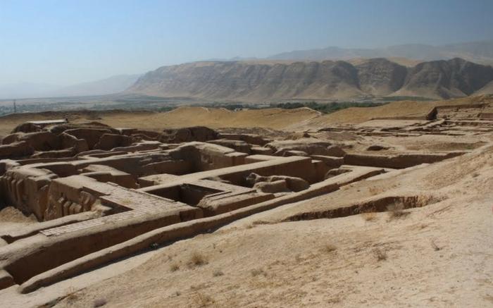 acj-2001-crater-in-turkmenistan-10