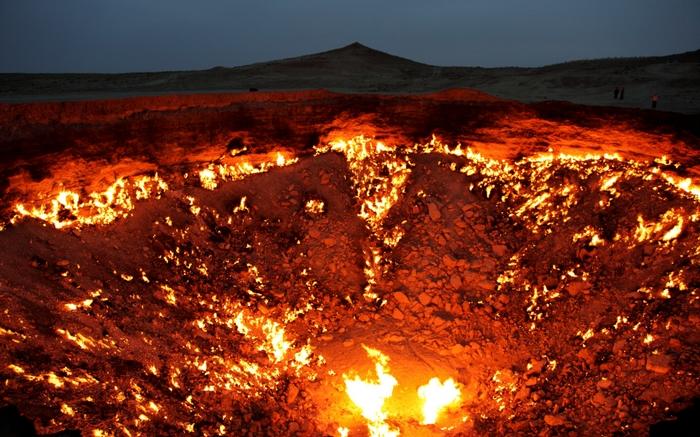 acj-2001-crater-in-turkmenistan-6