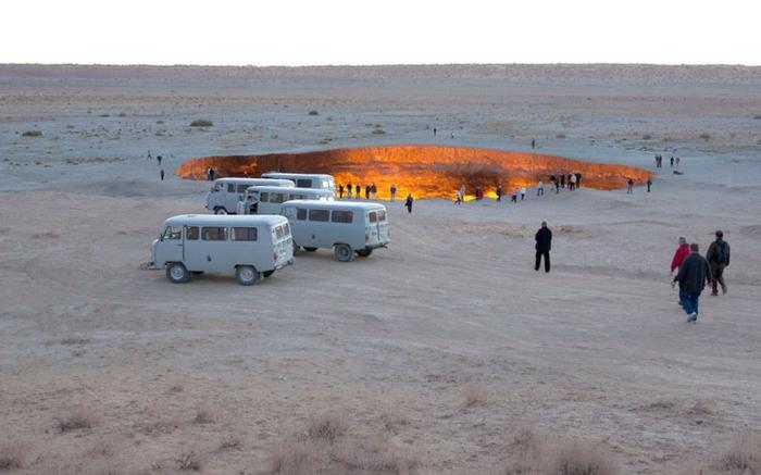acj-2001-crater-in-turkmenistan-8