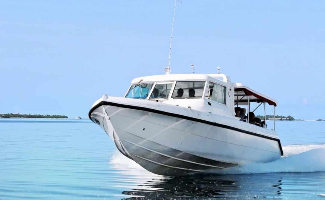 1470137931_maldives-transfers-speedboat-v-seaplane-speedboat