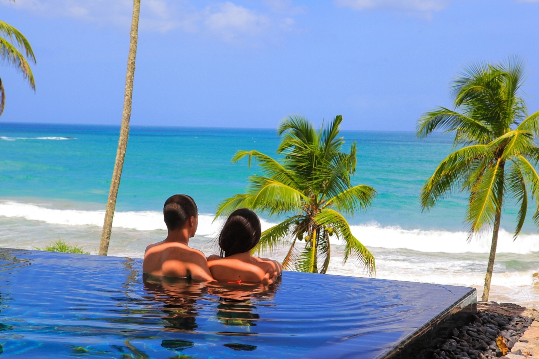 Ani-Villas-Sri-Lanka-Guests-enjoying-the-infinity-pool