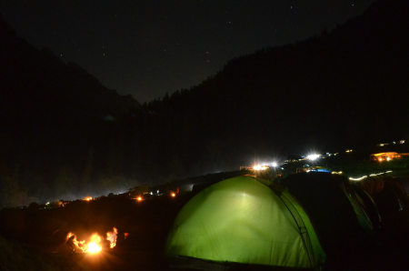 The magical night view at Kheerganga