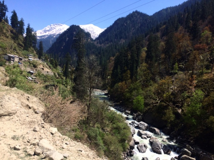 A view of mountains and river in the Parvati Valley
