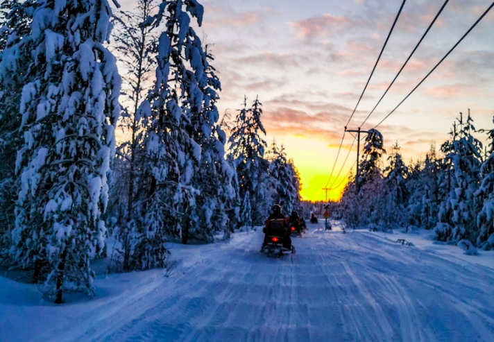 snowmobile_in_lapland10