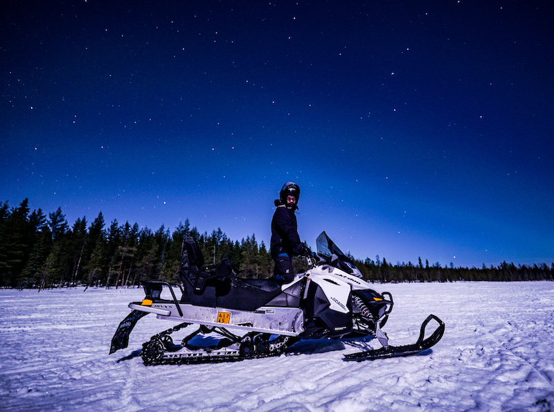 snowmobile_in_lapland2