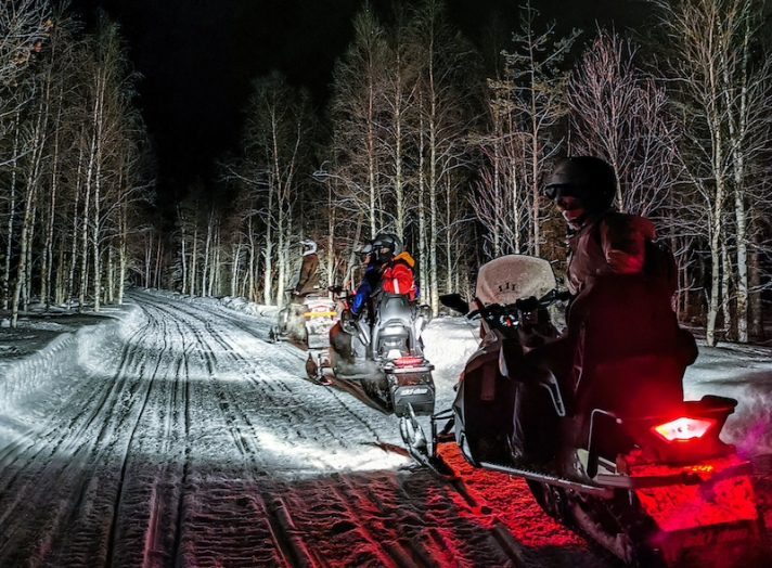 snowmobile_in_lapland8